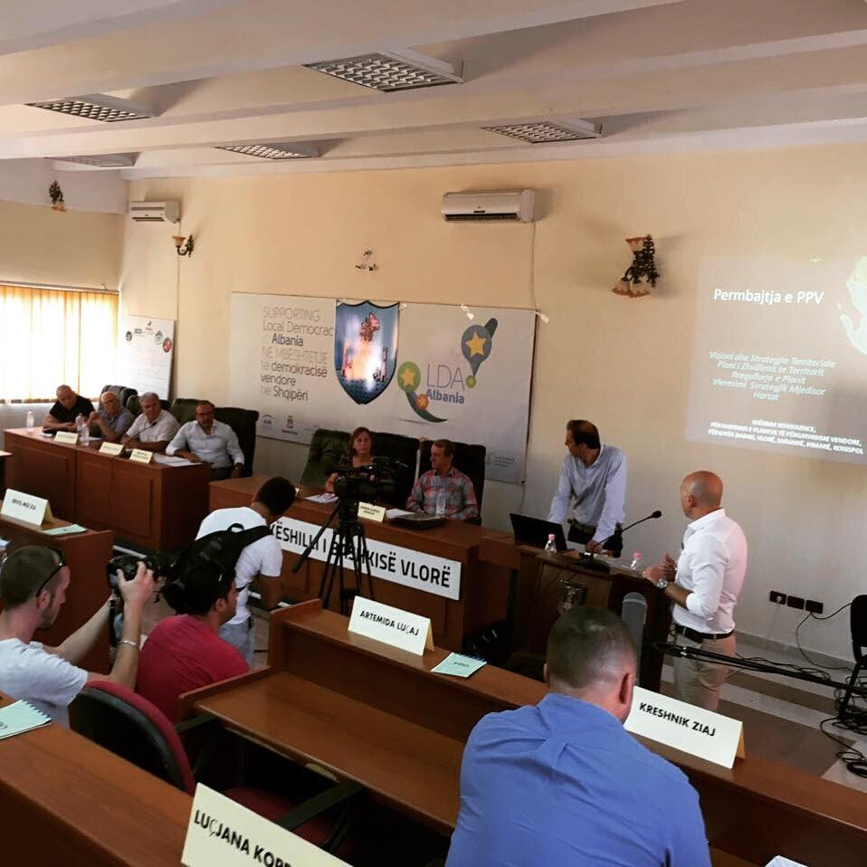 GLP of Vlora voting in the Municipal Council